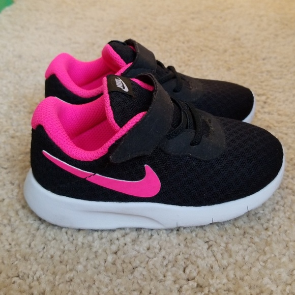 26828c8bcf8 Nike Toddler Girls size 7. M 5b95c1b5fe5151f203b66fee. Other Shoes ...